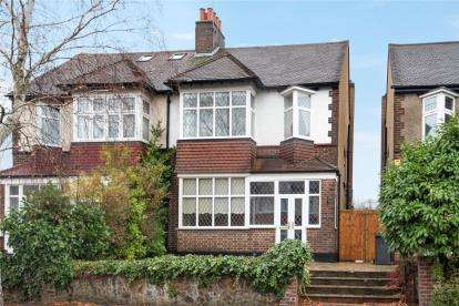 3 Bedrooms Semi Detached House for sale in Amesbury Road, Bromley