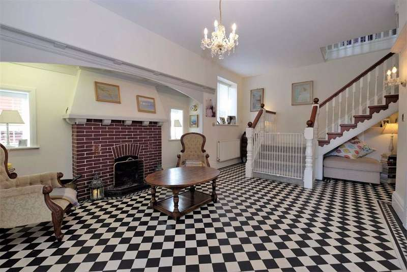 4 Bedrooms Detached House for sale in Queens Road, St Annes On Sea