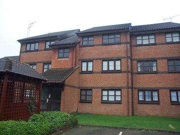 2 Bedrooms Flat for rent in Hamburgh Court, Cheshunt, Hertfordshire