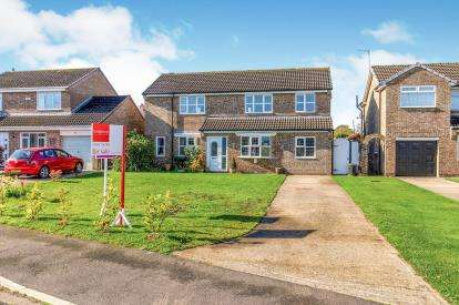 3 Bedrooms Detached House for sale in Carew Close, Yarm, Durham