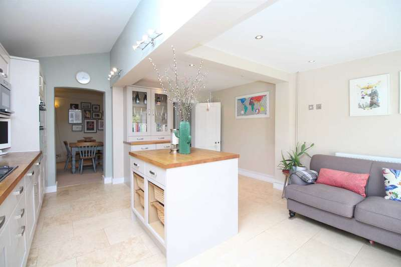 3 Bedrooms Semi Detached House for sale in Western Road, Brentwood