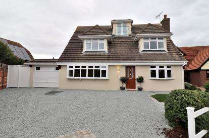 5 Bedrooms Detached House for sale in South Shoebury, Shoeburyness, Essex