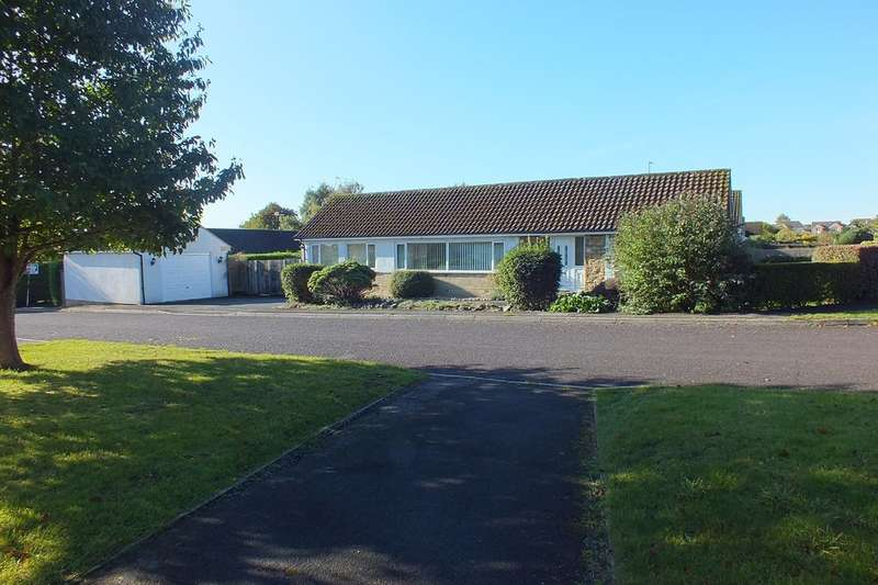 4 Bedrooms Detached Bungalow for sale in Lydiard Millicent