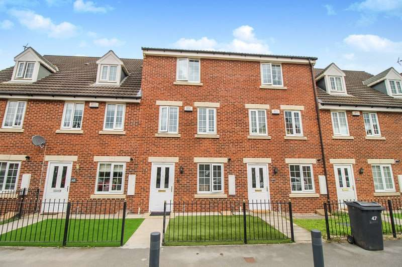 4 Bedrooms Terraced House for sale in Dunlop Avenue, Leeds, West Yorkshire, LS12