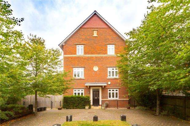 5 Bedrooms Detached House for sale in Gabriels Square, Lower Earley, Reading