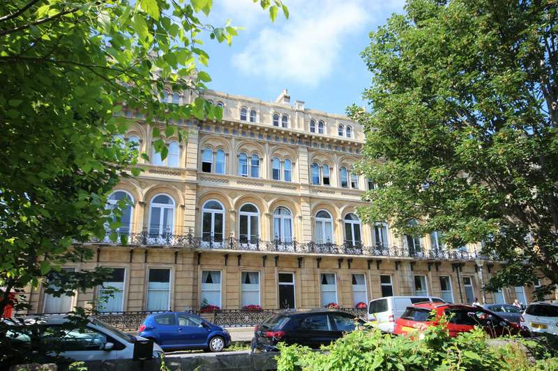 2 Bedrooms Flat for sale in Victoria Square, Clifton, Bristol BS8
