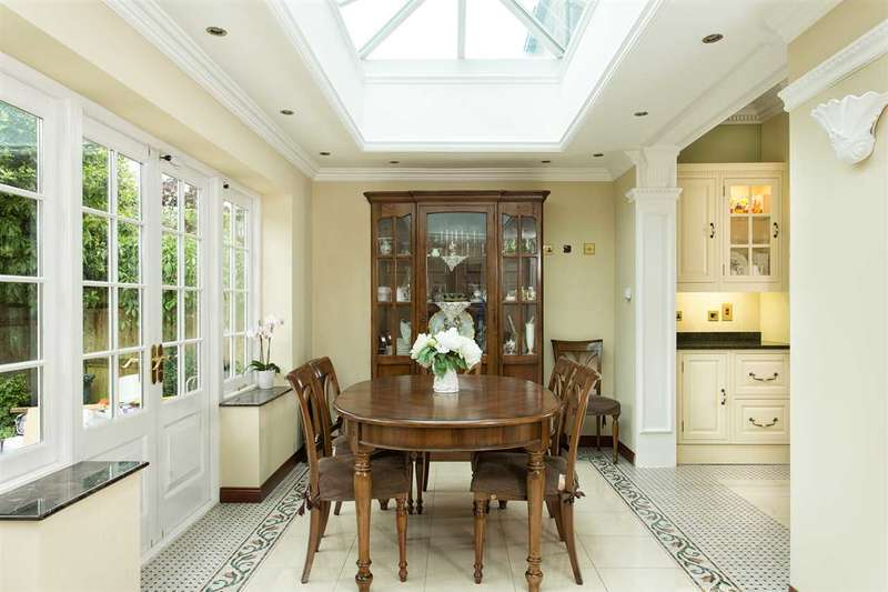 5 Bedrooms House for rent in Hadley Gardens, London