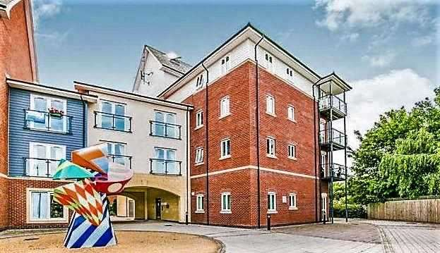 2 Bedrooms Apartment Flat for sale in Saddlery Way, Chester