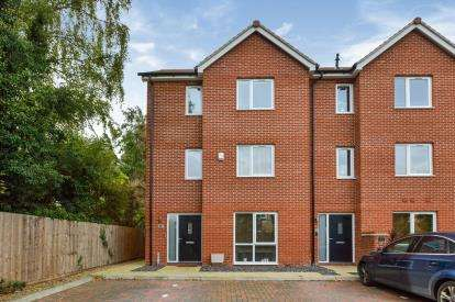 4 Bedrooms End Of Terrace House for sale in Marquess Drive, Bletchley, Milton Keynes, Buckinghamshire