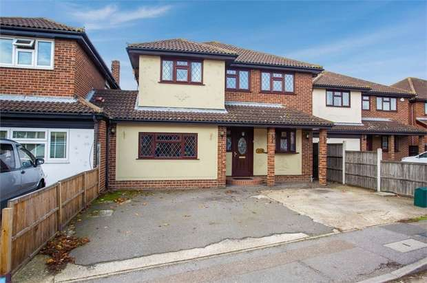 4 Bedrooms Detached House for sale in The Ridings, Canvey Island, Essex