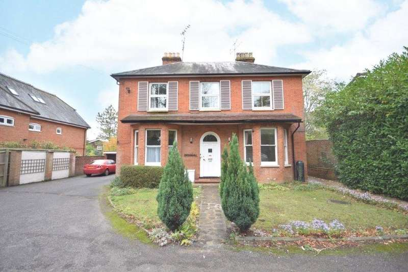 3 Bedrooms Apartment Flat for rent in Brookhill, 107 Finchampstead Road, Wokingham, Berkshire, RG41