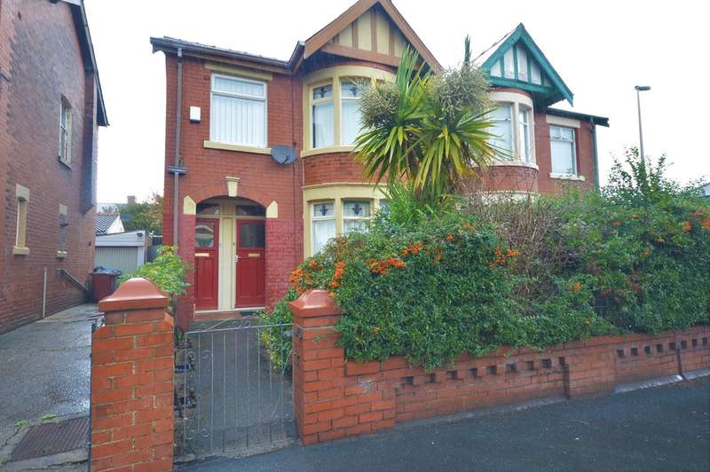 2 Bedrooms Semi Detached House for sale in St. Ives Avenue, Blackpool