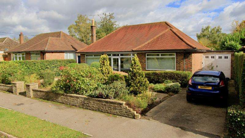 3 Bedrooms Detached Bungalow for sale in Kings Lane, South Heath