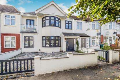 6 Bedrooms Terraced House for sale in Ilford, Essex, United Kingdom