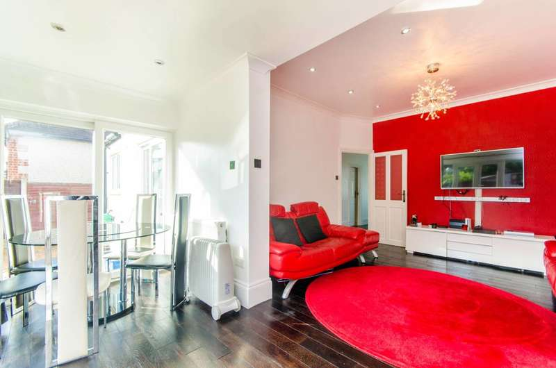 3 Bedrooms Bungalow for sale in Oaks Lane, IG2, Newbury, IG2