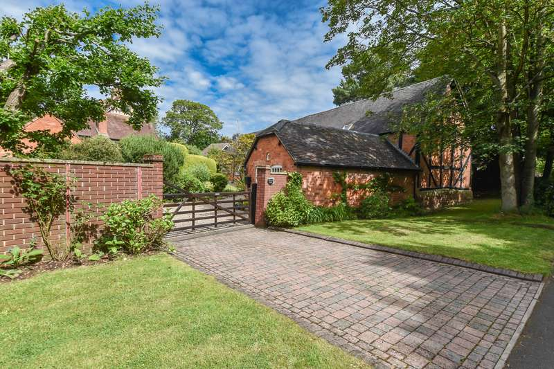 5 Bedrooms Barn Conversion Character Property for sale in Harvington Road, Bromsgrove, Worcestershire, B60