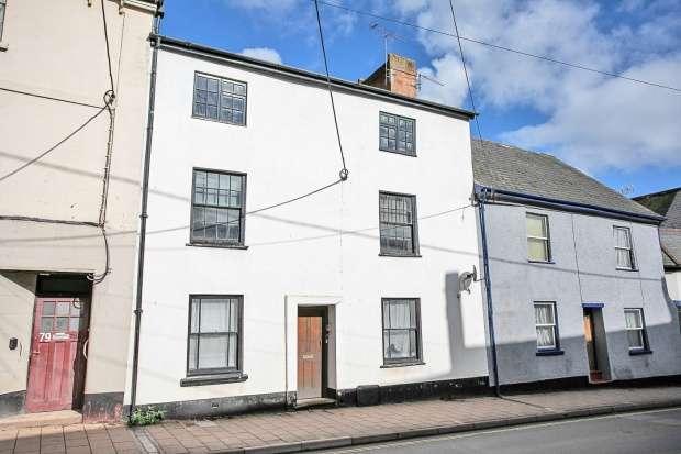 1 Bedroom Apartment Flat for sale in High Street, Crediton, Devon, EX17 3LA