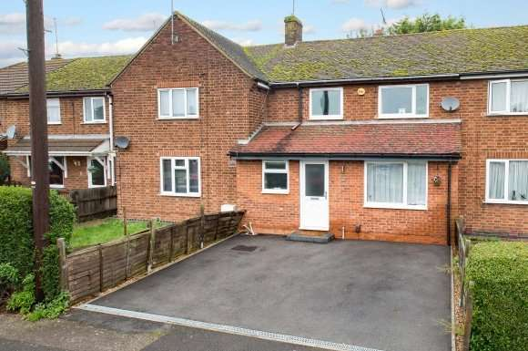 3 Bedrooms Property for sale in West Glebe Road, Corby