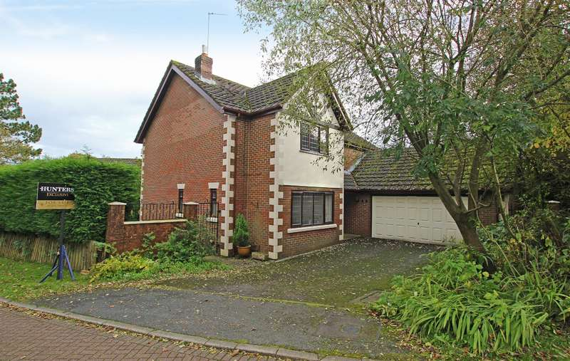 4 Bedrooms Detached House for sale in Woodlea Chase Darwen BB3 2TP