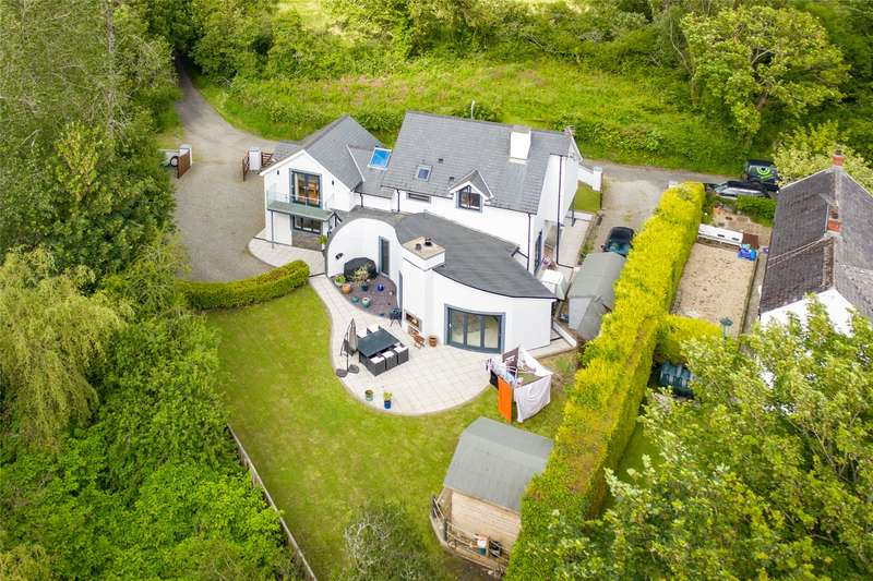 5 Bedrooms Detached House for sale in The Cwtch, Pill Road, Hook