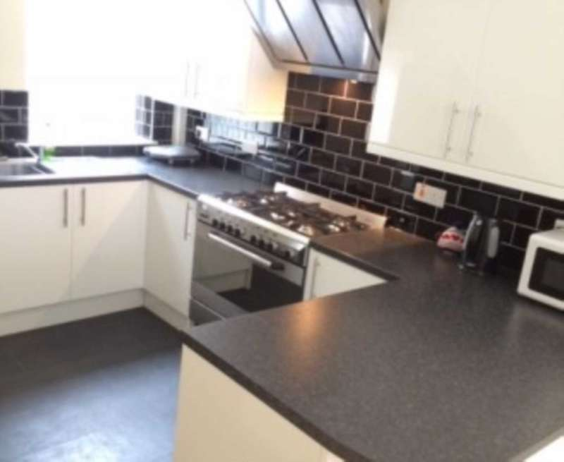 6 Bedrooms Terraced House for rent in Albion Road, Fallowfield