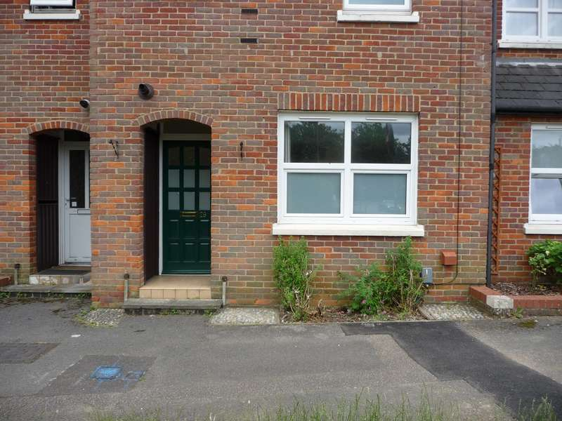 1 Bedroom Ground Flat for rent in The Broadway, OLD HATFIELD, AL9