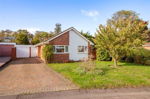 3 Bedrooms Detached Bungalow for sale in Reeds Avenue, Earley, Reading