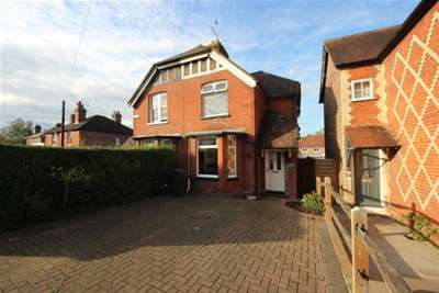 3 Bedrooms House for rent in New Road, Chilworth
