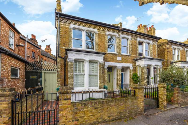 5 Bedrooms Semi Detached House for sale in Beaconsfield Road, St Margarets