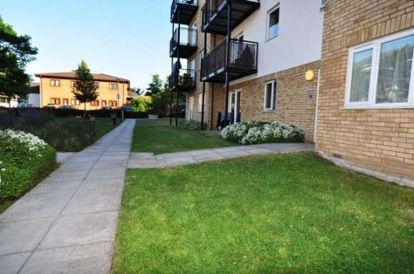 2 Bedrooms Flat for rent in Sharps Court, Hitchin