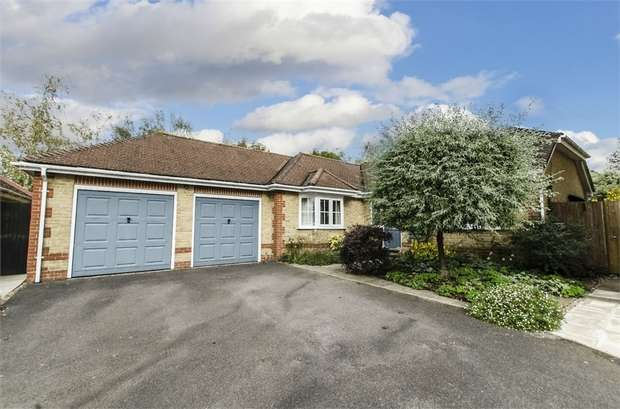 5 Bedrooms Detached Bungalow for sale in Rosehip Close, Fair Oak, EASTLEIGH, Hampshire