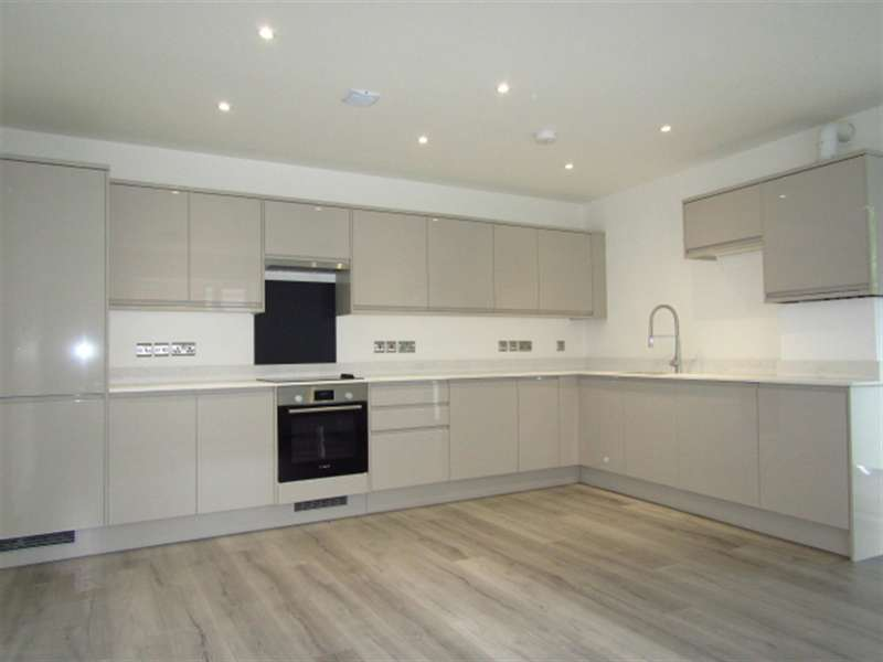 2 Bedrooms Flat for sale in 60 Beechwood Gardens, Slough, SL1 2HR