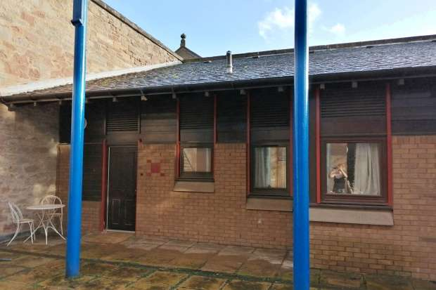2 Bedrooms Terraced House for sale in Braehead, Lochee, Dundee, DD2 3FJ