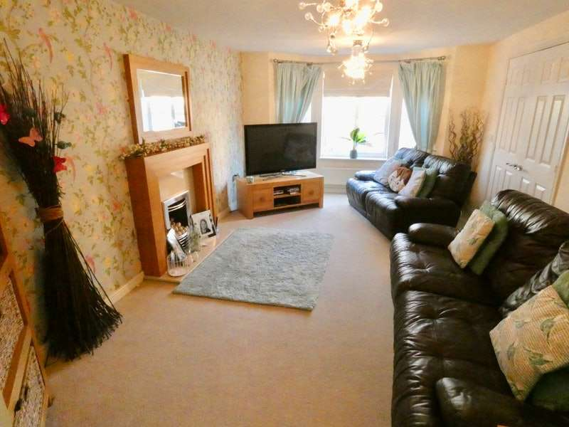 5 Bedrooms Detached House for sale in Aspen Close, Cleckheaton, West Yorkshire, BD19