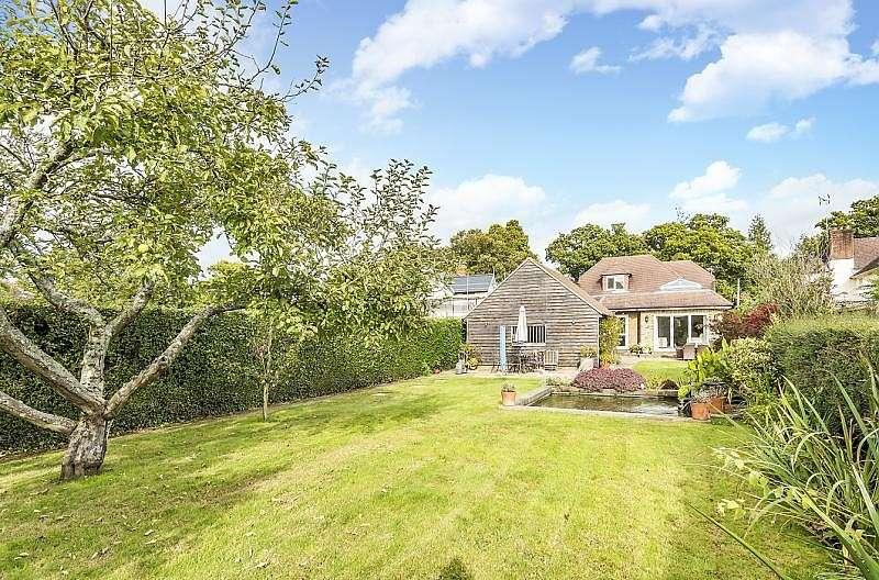 5 Bedrooms Detached House for sale in Marringdean Road, Billingshurst, RH14