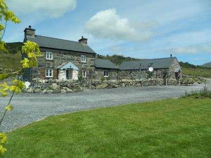 4 Bedrooms Detached House for sale in Cwm Pennant, Garndolbenmaen, Gwynedd, LL51