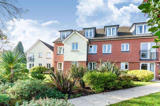 2 Bedrooms Retirement Property for sale in Camberley, Surrey