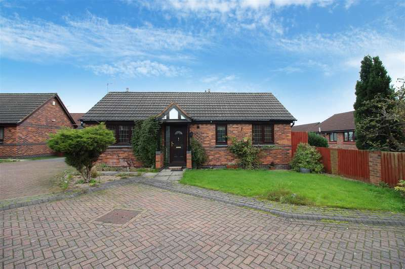 2 Bedrooms Detached Bungalow for sale in Ibbetson Court, Morley, Leeds