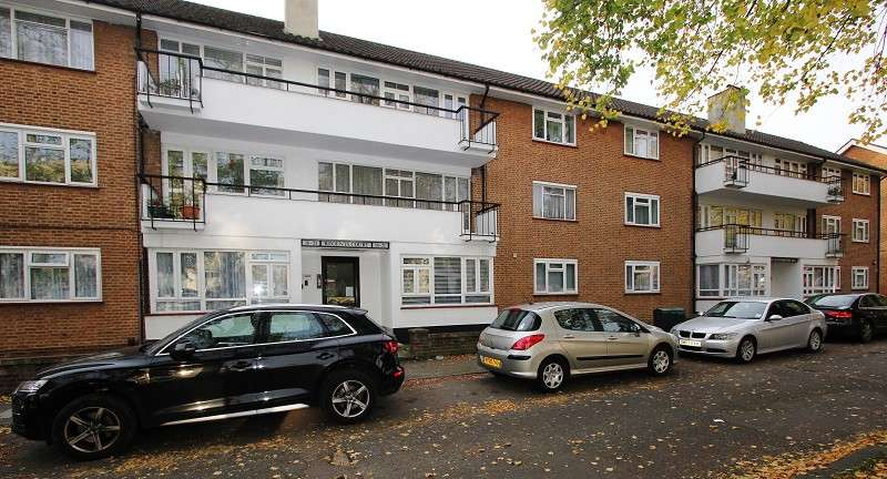 2 Bedrooms Flat for rent in Regents Court, Stonegrove, Edgware, Greater London. HA8 8AD