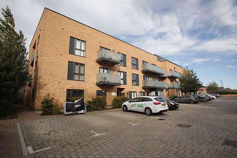 2 Bedrooms Property for sale in Brooks Mews, Aylesbury