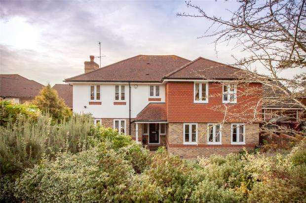 5 Bedrooms Detached House for sale in Merthyr Vale, Emmer Green, Reading