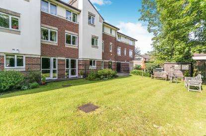 1 Bedroom Flat for sale in Gheluvelt Court, Brook Street, Barbourne, Worcester