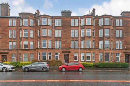 2 Bedrooms Flat for sale in Kings Park Road, Glasgow, Lanarkshire