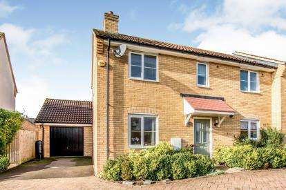 3 Bedrooms Semi Detached House for sale in Saltcote Way, Bedford, Bedfordshire