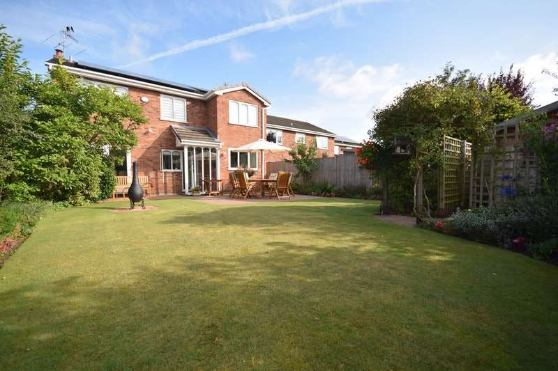4 Bedrooms Detached House for sale in Somerford Close, Sandbach, Cheshire, CW11