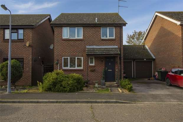3 Bedrooms Detached House for sale in Cherry Orchard, Southminster, Essex