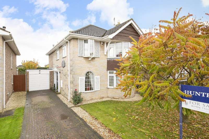 4 Bedrooms Detached House for sale in Briergate, Haxby, York, YO32 3YP