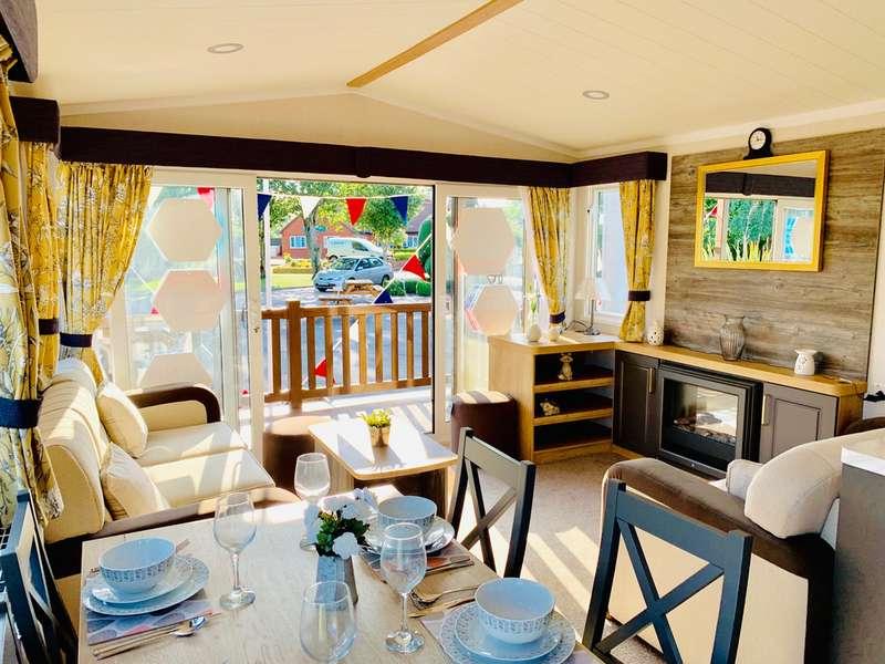 2 Bedrooms Caravan Mobile Home for sale in Carlton Meres, Saxmundham