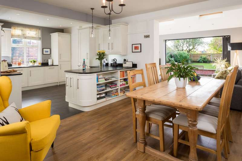 3 Bedrooms Semi Detached House for sale in Ousecliffe Gardens, York, North Yorkshire, YO30