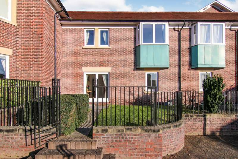 3 Bedrooms Terraced House for rent in Brennus Place, Chester